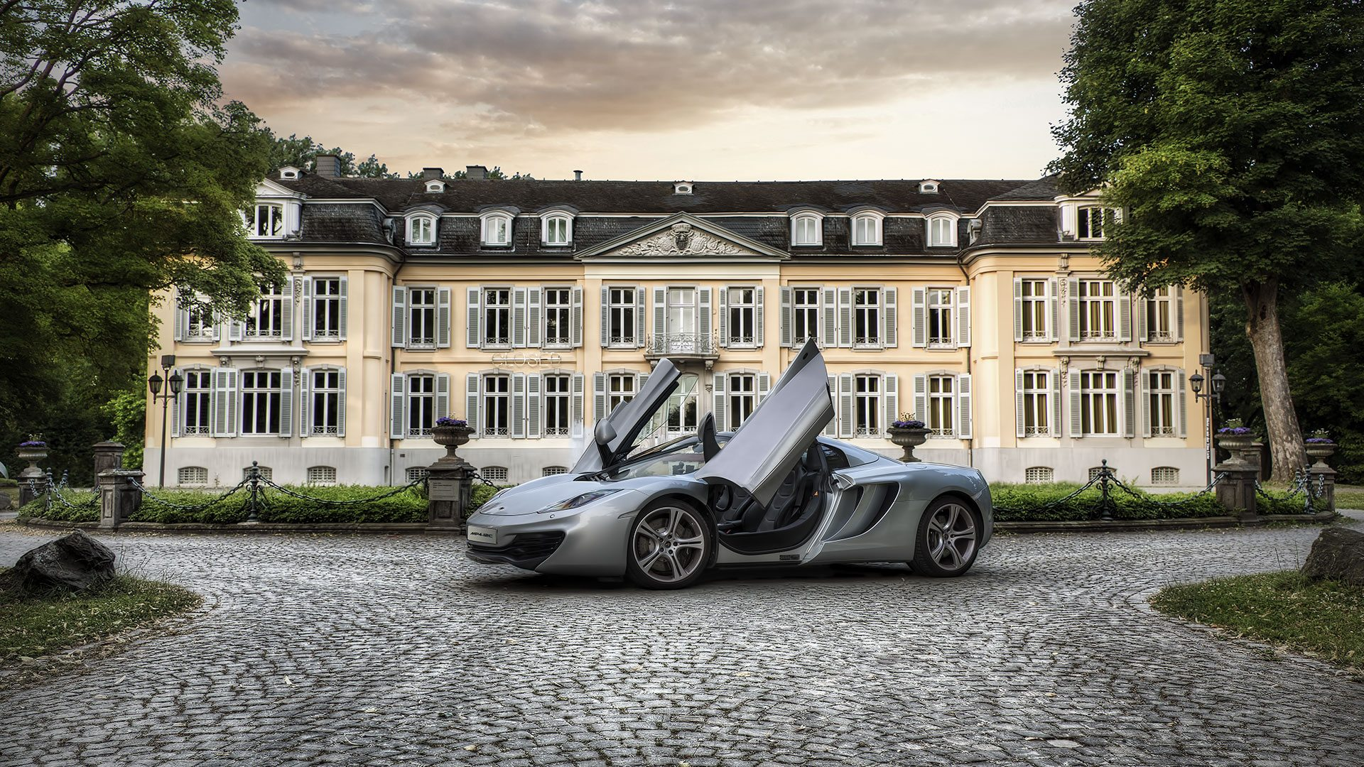 130718_Germany_McLaren_MP4_13c_Schloss_Morsbroich